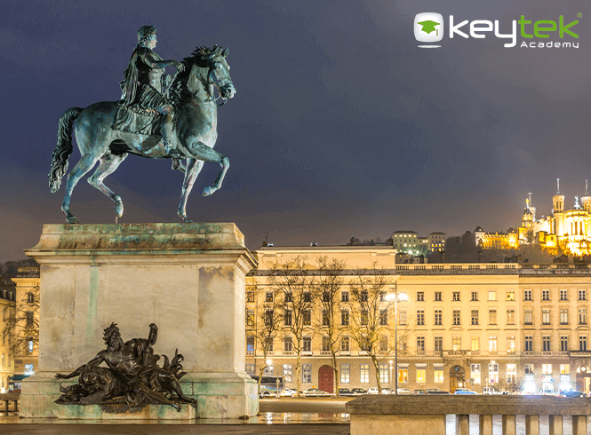 king louis france statue